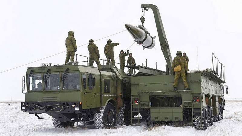 Расчеты оперативно-тактического ракетного комплекса «Искандер-М» ракетного соединения Западного военного округа (ЗВО) провели тренировки по управлению ракетнымиударам.