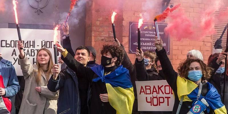 А это протестуют сторонники убийцы Стерненко…