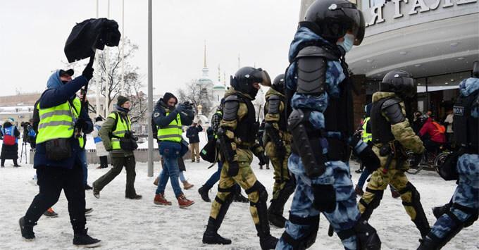Роскомнадзор утвердил отличительные знаки для журналистов на митингах - Новости радио OnAir.ru