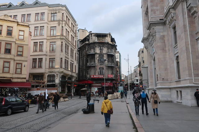 http://images.vfl.ru/ii/1617819856/7688b36d/33989319_m.jpg