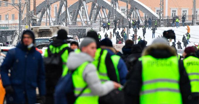 СМИ узнали о планах ввести QR-коды для работающих на митингах журналистов - Новости радио OnAir.ru