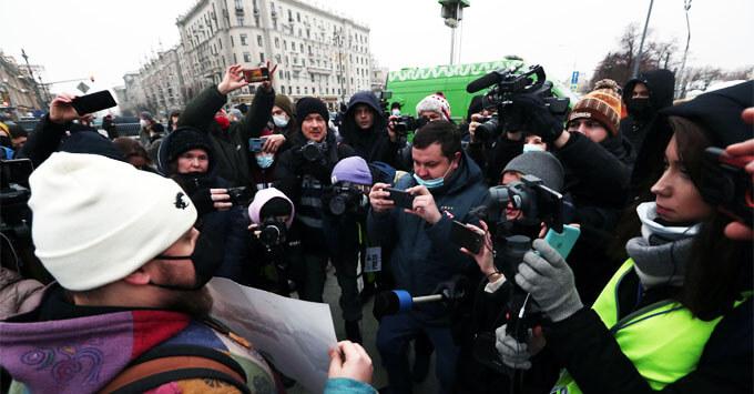 Cоюз журналистов не поддержал QR-коды для освещающих митинги журналистов - Новости радио OnAir.ru
