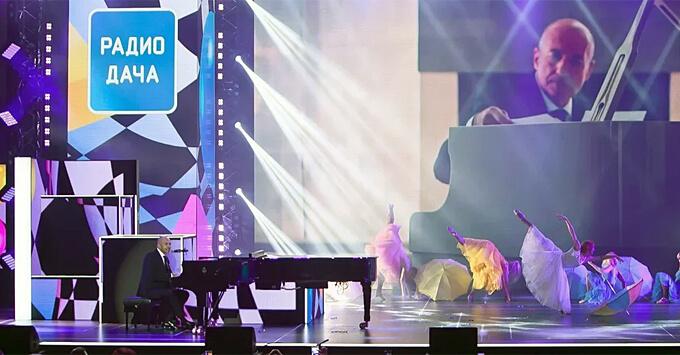 Грандиозный концерт «Удачные песни» открыл дачный сезон