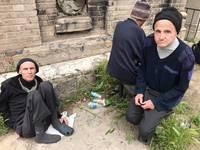 В Одессе вывезли умирать на кладбище трех инвалидов из психлечебницы