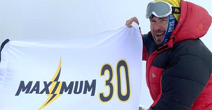 Флаг радио MAXIMUM установлен на максимальной высоте – вершине Эльбруса - Новости радио OnAir.ru