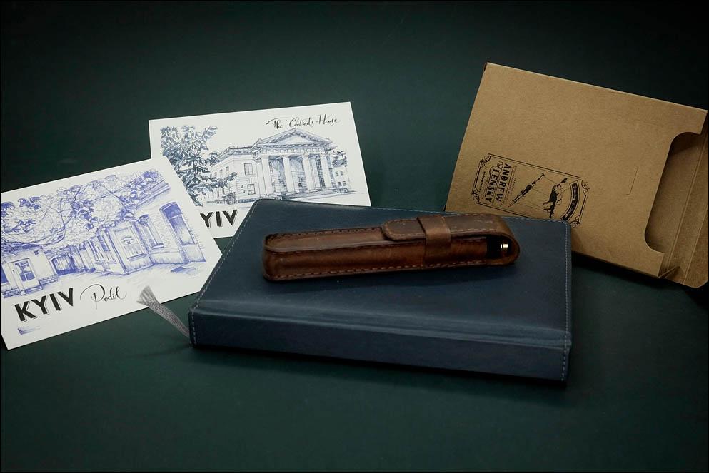 Brown soft leather case for 2 pens. Lenskiy.org