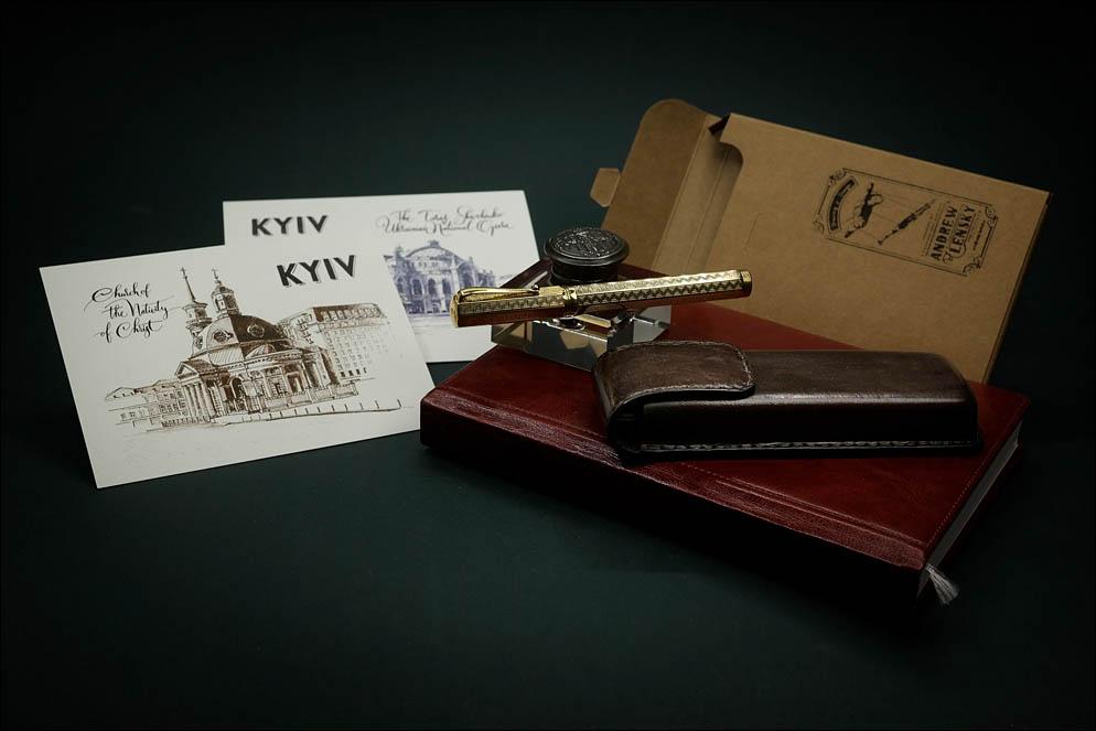 Brown hard leather case for 2 pens. Lenskiy.org