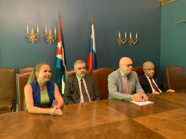 Посол Кубы в РФ провел виртуальную встречу с более чем 20 директорами отделений Российского общества дружбы с Кубой.