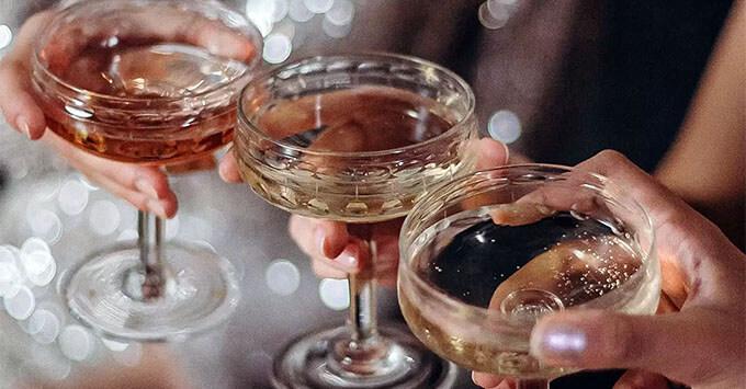 Раскрыты причины алкоголизма и наркомании у артистов - Новости радио OnAir.ru