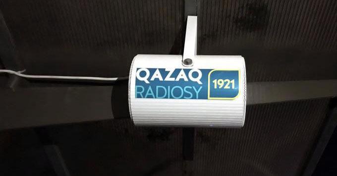 Одна из автобусных остановок Алматы получила название «Казахское радио»