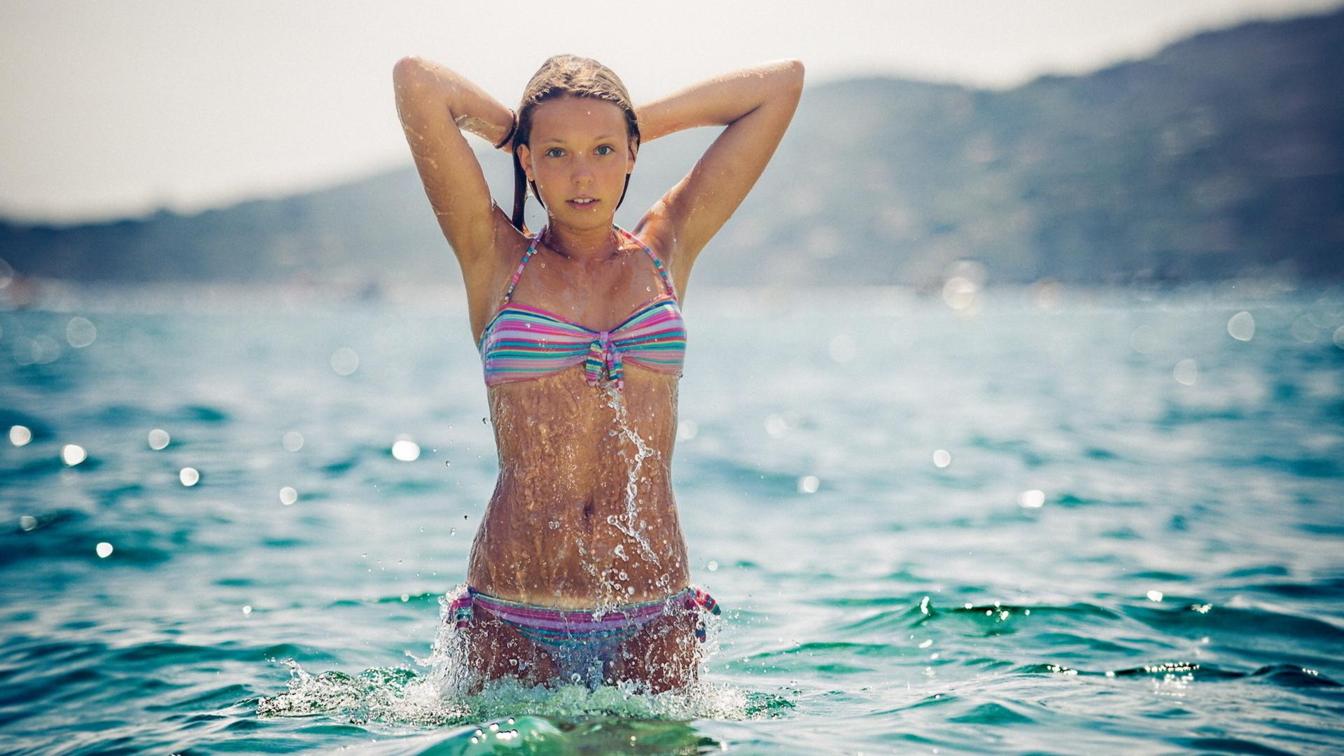 какова причина скач бесп голенких несовершенно летних и в купальниках марке машины номерам