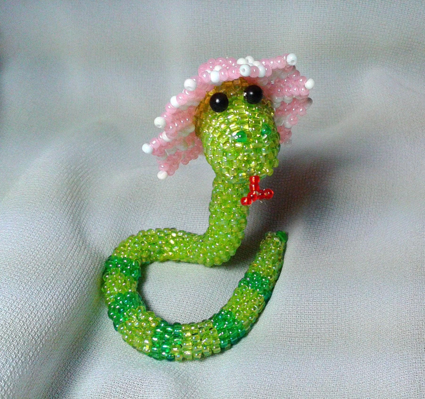 Из кого делают косметику Объемная змея из бисера опубликовано 29 03 2013 bicer ru схемы для бисероплетения biser info.
