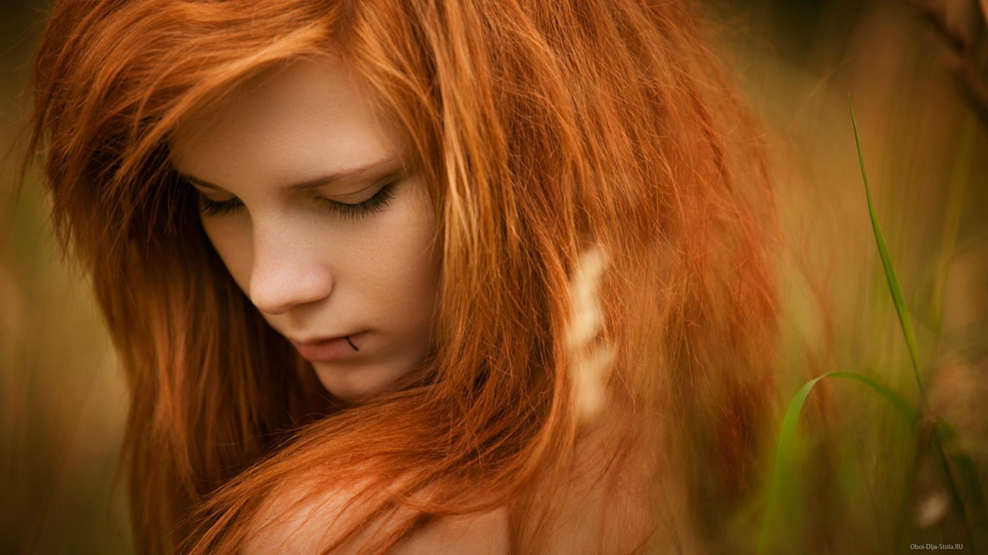 Рыжая девочка сосет член своему парню 16 фотография