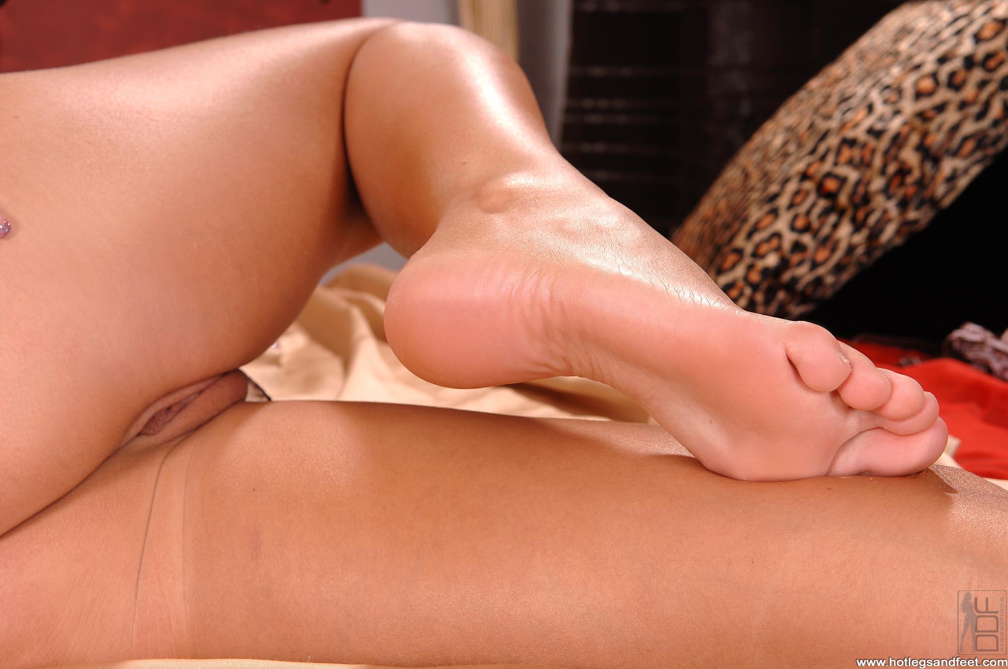 Порно с женскими ступнями