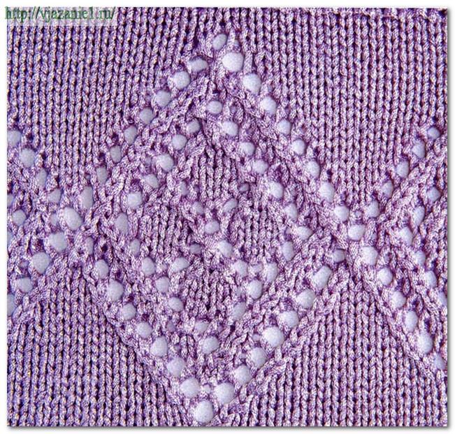Ажурный узор спицами с центральным ромбом, выполненным ажурными дорожками и листиками Раппорт.