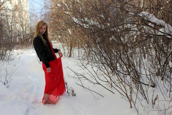 video-devushka-na-snegu