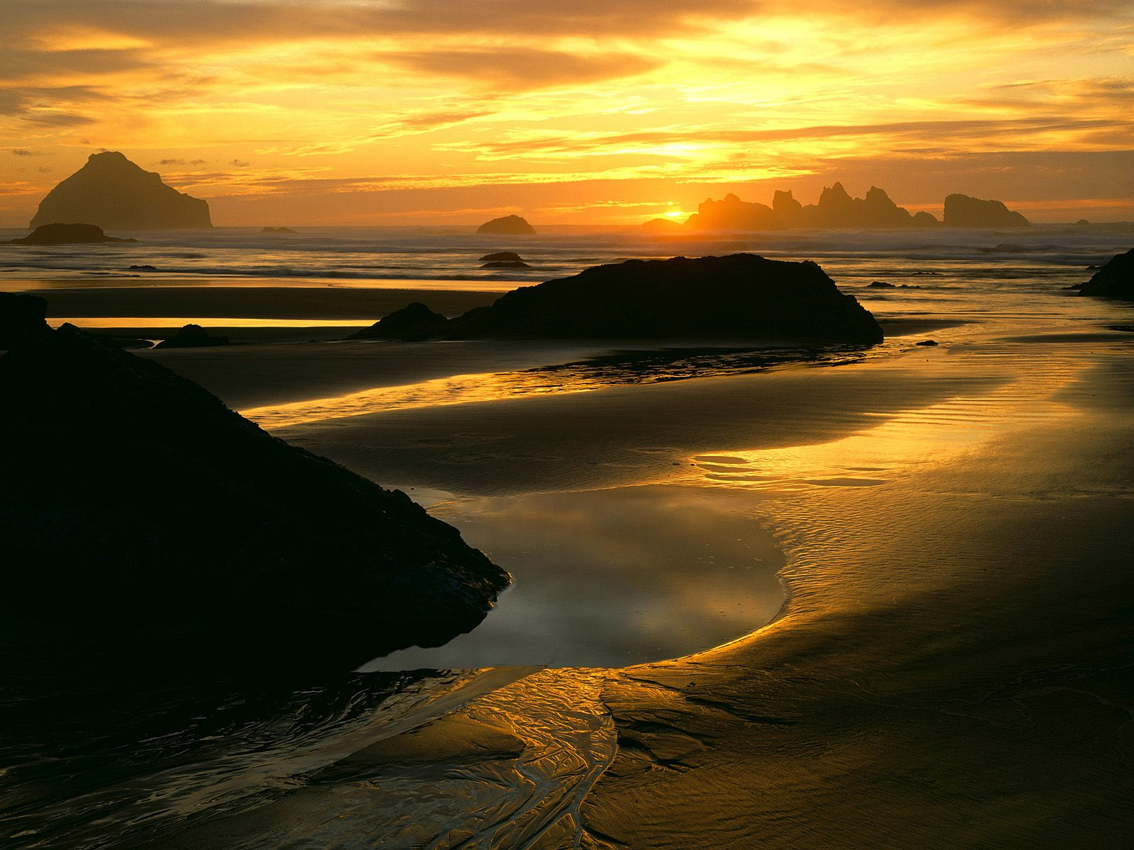 Пожилых людей, гифы закат на морском побережье