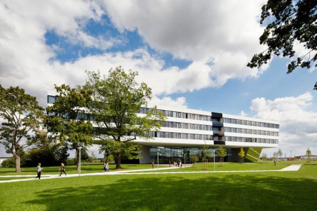 кампус «Мир спорта» в Херцогенаурахе (ФРГ),Adidas