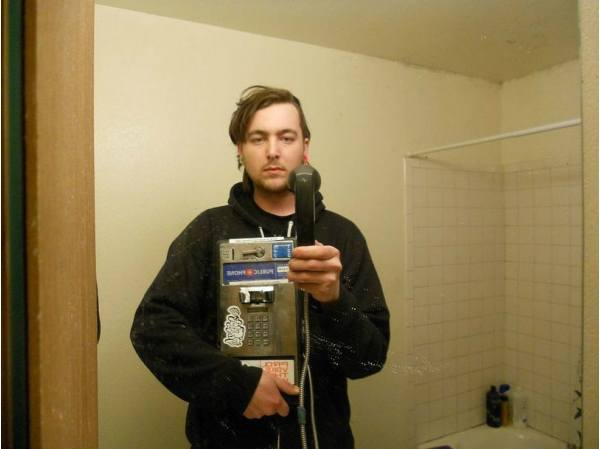 Брюнетка фото в зеркале с айфоном