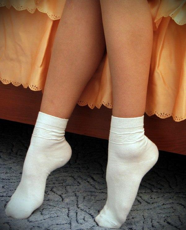 Женщины в белых носках, блондинки кончает на съемках в порно онлайн