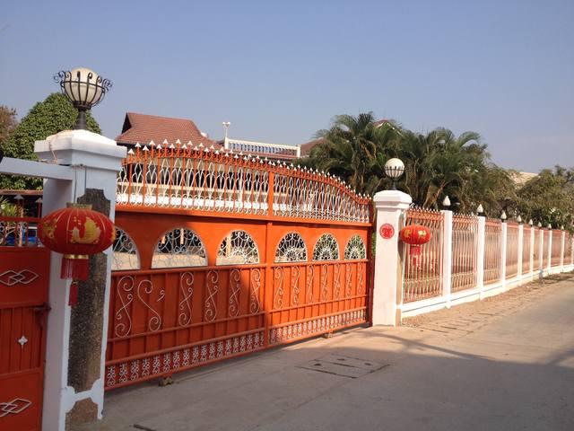 Яркие ворота