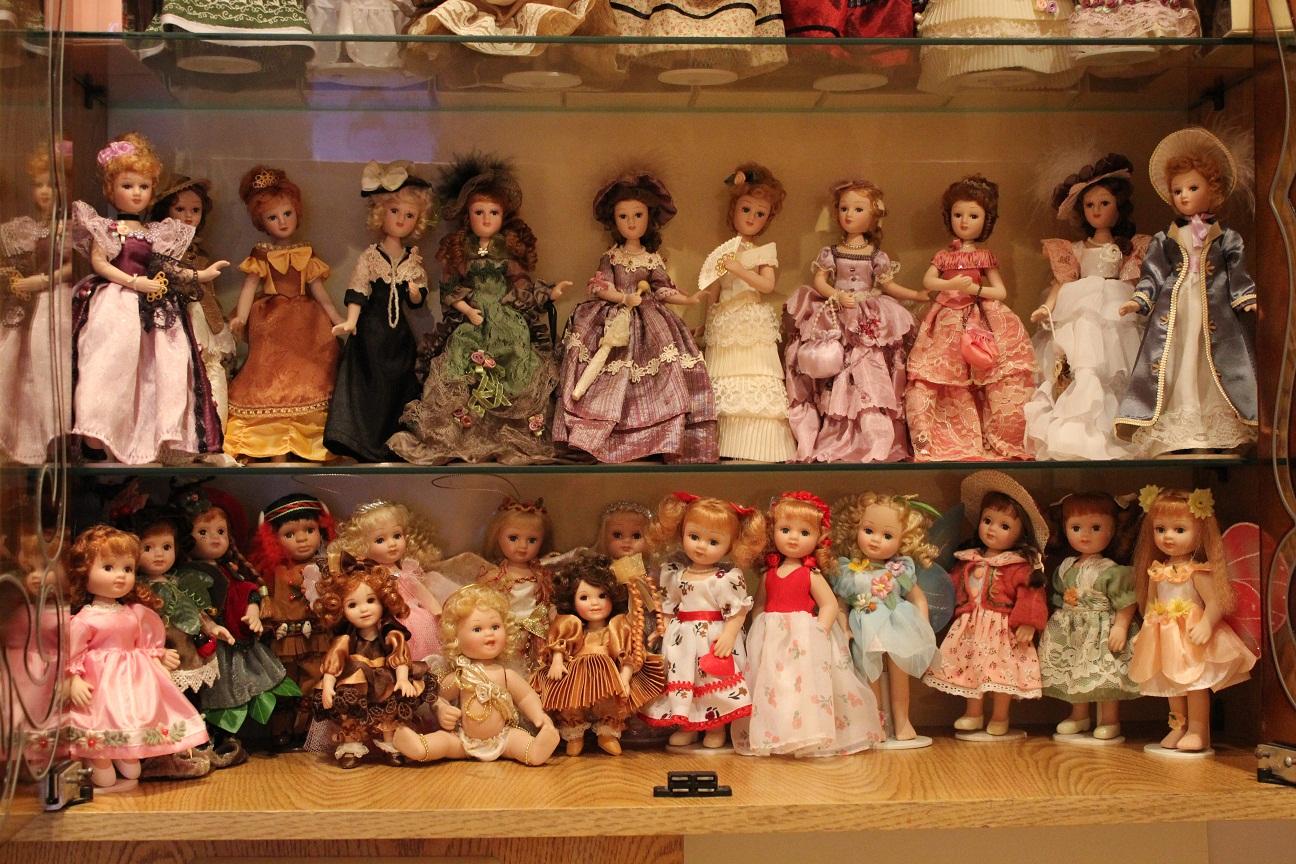 картинки несколько кукол прижми опять