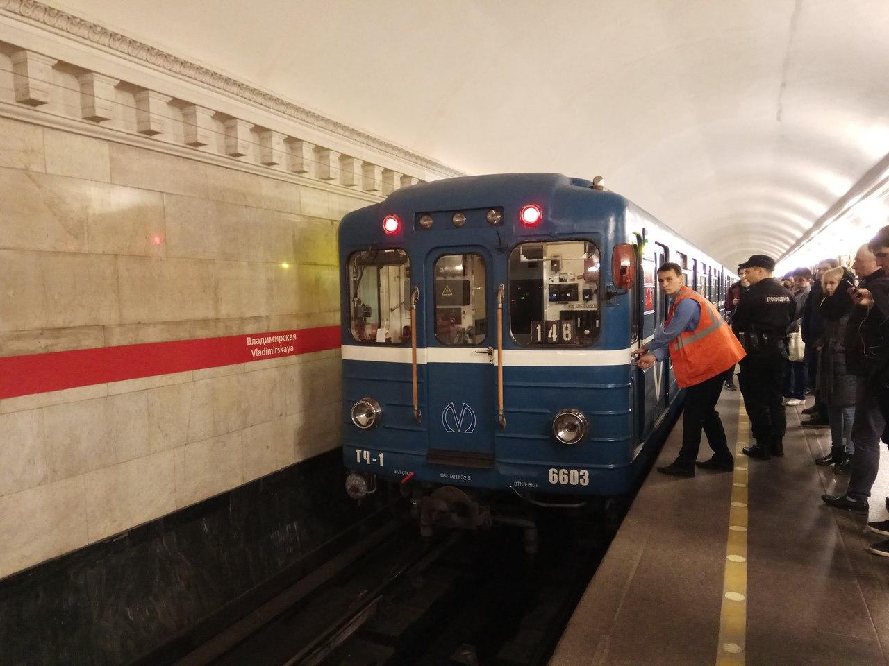 Новый год, но старые проблемы: петербуржцы жалуются на работу метрополитена