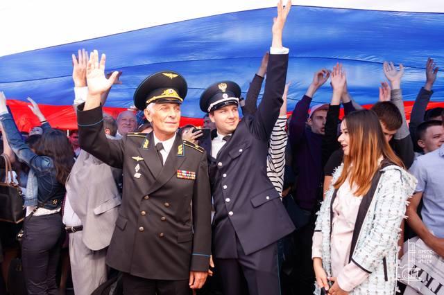 http://images.vfl.ru/ii/1530550852/629debd3/22332341_m.jpg