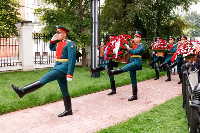 http://images.vfl.ru/ii/1530550853/2925392b/22332345_m.jpg