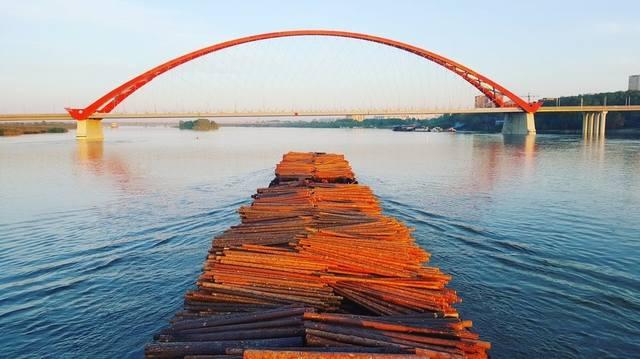 http://images.vfl.ru/ii/1534388386/8f883f8d/22909351_m.jpg