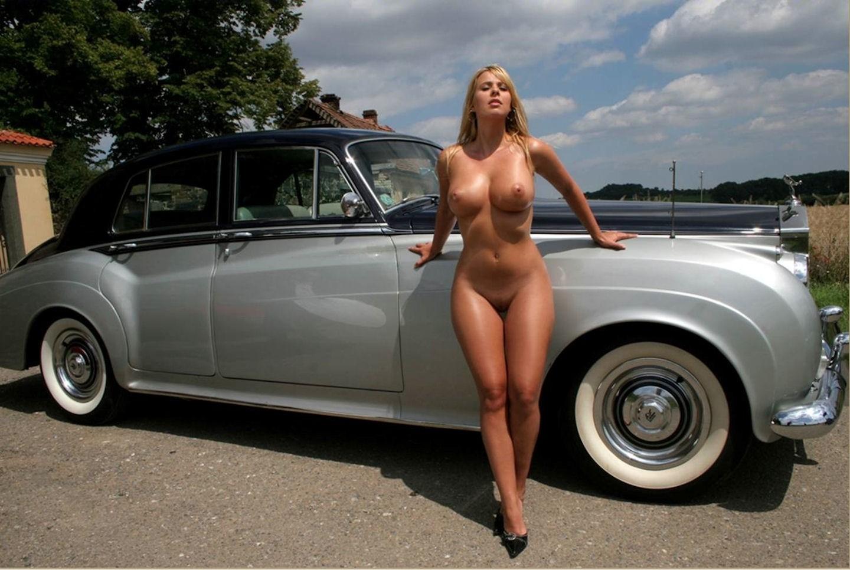 Голые девушки в автосалонах порно студенческие видео эротика