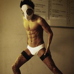 Извратная маска / Под маской извращенца (2013) 23034127