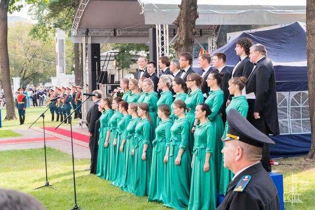 http://images.vfl.ru/ii/1536569405/687f1d6e/23270061_m.jpg