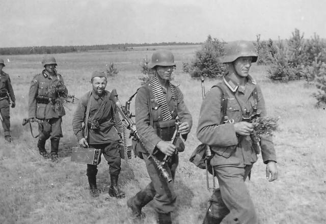 wehrmacht soldiers and Hiwi