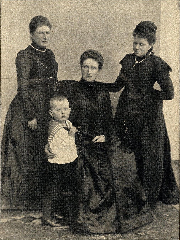Четыре поколения материнской линии