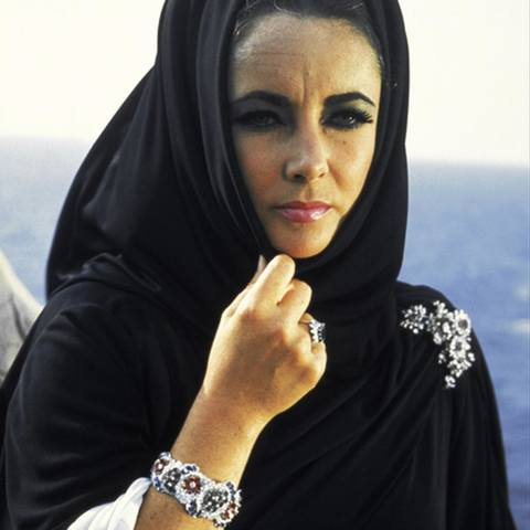 elizabeth taylor wearing bulgari jewellery in boom.jpg 1536x0 q75 crop-scale subsampling-2 upscale-false