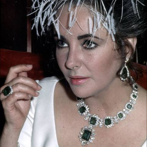 elizabeth taylore wearing bulgari emerald jewellery.jpg 1536x0 q75 crop-scale subsampling-2 upscale-false