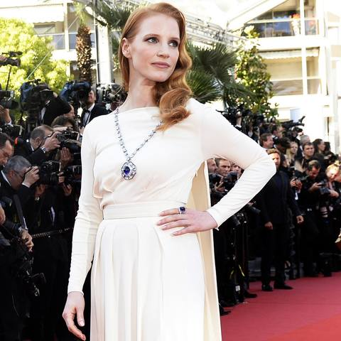 Jessica-Chastain-Wears-Elizabeth-Taylor-Cleopatra-Pendant