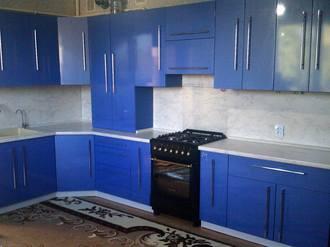 Кухонный гарнитур синий металлик Стоимость 130000 ₽
