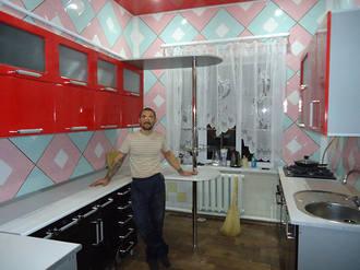 Кухонный гарнитур чёрно-красный глянцевый Стоимость 50000 ₽