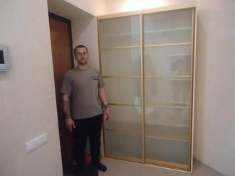 Шкаф купе в прихожей с матовым стеклом Стоимость 26000 ₽