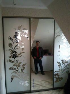 Встроенный шкаф купе с зеркалом и пескоструйным рисунком Стоимость 42000 ₽
