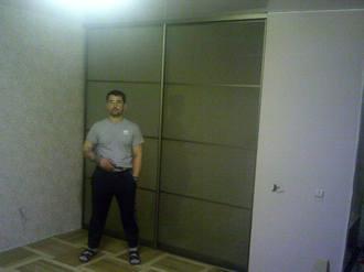 Двери купе для гардеробной с матовым стеклом Стоимость 20000 ₽