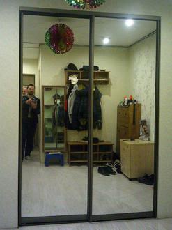 Двери купе зеркальные в прихожей Стоимость 15000 ₽