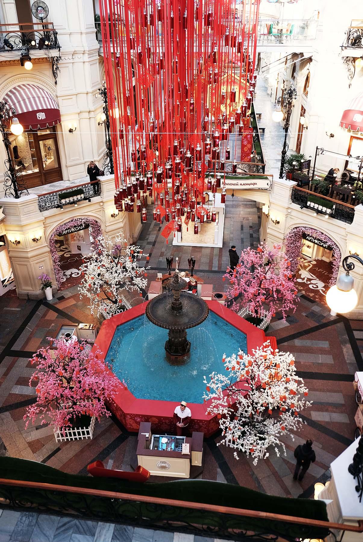 Красный цвет под сводами ГУМа на фестивале «Китайский Новый год»
