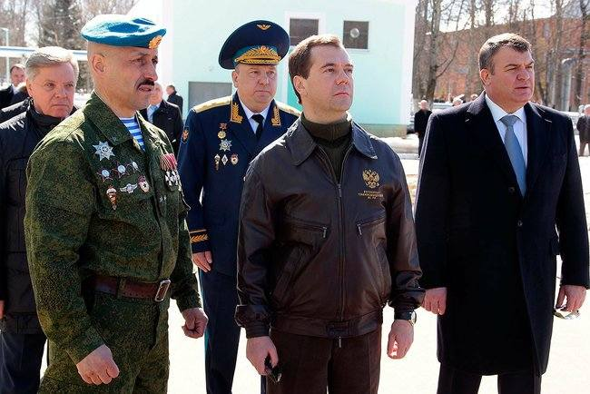 Dmitry Medvedev - Anatoly Serdyukov - Visit at the Special Purpose Regiment of the Air Assault Forces