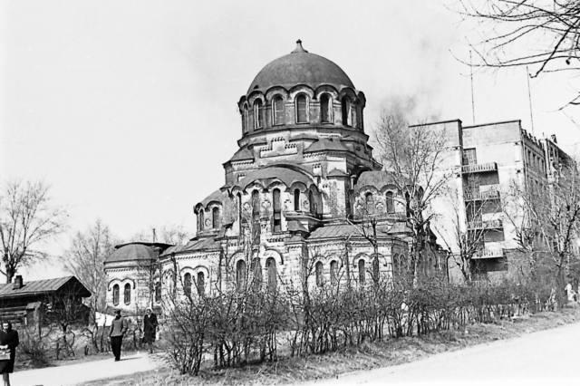 http://images.vfl.ru/ii/1554552512/37ccd152/26080103_m.jpg