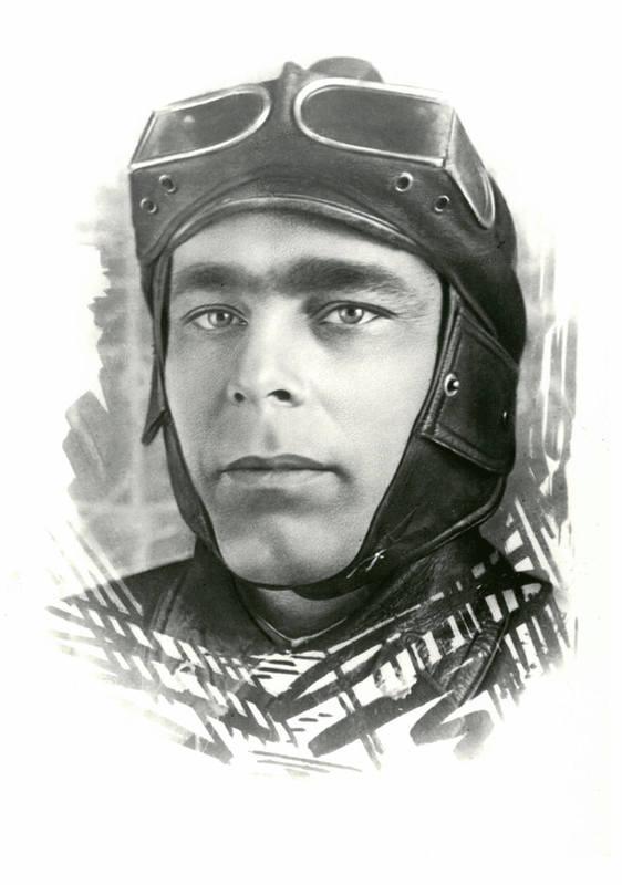 Л. И. Брежнев – курсант Забайкальской бронетанковой школы. 1936 год