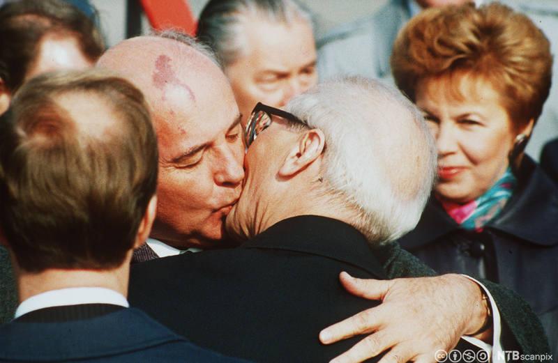 поцелуй власти