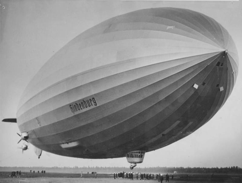 content First Hindenburg arrival at Lakehurst 1936
